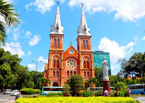 Nhà thờ Đức Bà Sài Gòn bắt đầu được trùng tu