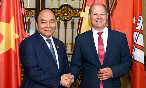 Thủ tướng muốn thúc đẩy hợp tác cảng biển với thành phố Đức
