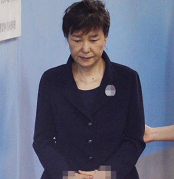 Cựu tổng thống Hàn Quốc có biểu hiện lạ trong tù
