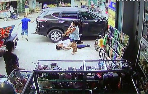 Hiện trường vụ tai nạn do camera cửa hàng ghi lại.