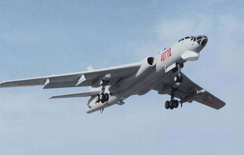 Máy bay ném bom H-6. Ảnh: IHS