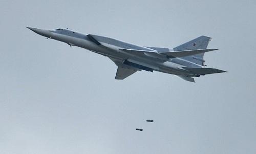 Oanh tạc cơ siêu thanh Nga diễn tập phóng tên lửa diệt mục tiêu