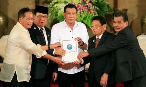 Philippines đề xuất lập khu tự trị Hồi giáo nhằm diệt Maute
