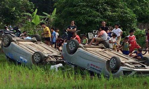 Nhóm giang hồ bị dân lật 3 ôtô xuống ruộng vì đập phá bàn thờ