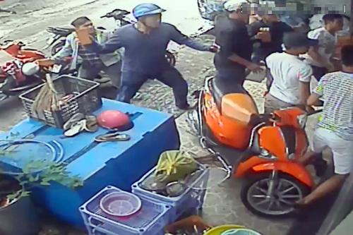 Nhóm giang hồ đòi nợ tấn công chủ căn nhà ở Sài Gòn - ảnh 1