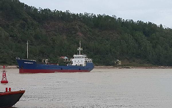 Tàu vận tải chở 13 thuyền viên bị lật, 4 người mất tích 2