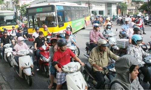 Vì sao người Việt thích bấm còi?