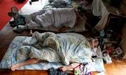 Đô vật sumo Nhật đeo mặt nạ oxy khi ngủ
