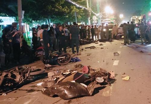 13 xe tông liên hoàn ở Sài Gòn, hai người tử vong