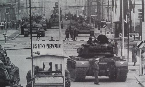 Những cuộc đối đầu Mỹ-Liên Xô suýt châm ngòi Thế chiến III