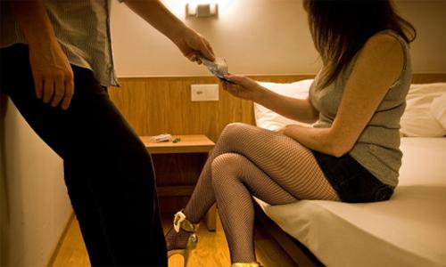 Gái một con trốn chồng đi bán dâm