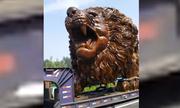 Cách vận chuyển sư tử điêu khắc khổng lồ