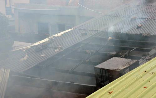 Nhà ở Sài Gòn cháy nghi ngút, hàng trăm người náo loạn - Ảnh minh hoạ 2