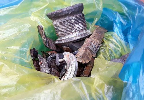 Nhiều mảnh vỡ được thu giữ tại hiện trường. Ảnh: Thanh Châu