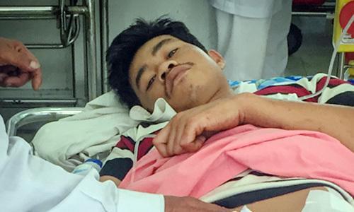 Tàu cá Bình Định bị bắn, hai người bị thương