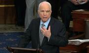 John McCain trở lại, thượng viện Mỹ đồng ý bàn dự luật thay Obamacare