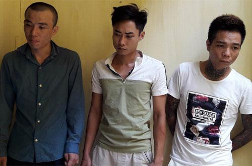 Nhóm đạo chích dắt trộm 3 xe máy trong đêm