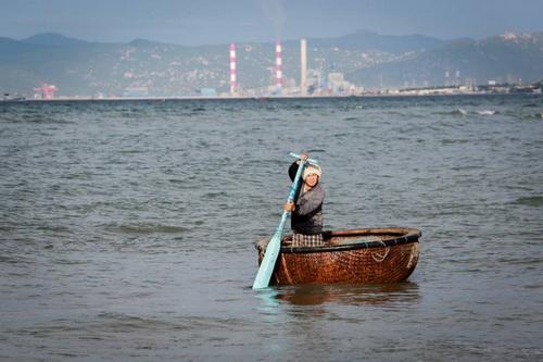 ùng biển Vĩnh Tân, nơi được cấp phép nhận chìm gần một triệu m3 bùn. Ảnh: Thành Nguyễn.