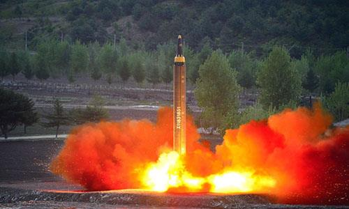 Triều Tiên phóng tên lửa đạn đạo xuống biển Nhật Bản