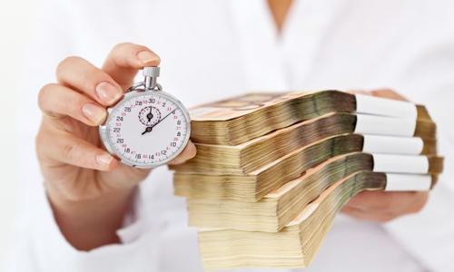 Vợ chồng vay mượn tiền của nhau được không?