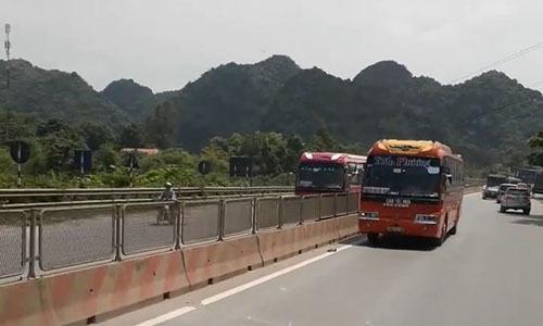 Truy tìm xe khách chạy ngược chiều trên quốc lộ 1A