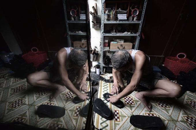 Người đàn ông làm dép cao su độc nhất ở Hà Nội - Hình 2