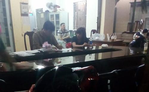 Nhom dan ong Han Quoc tuyen vo trong khach san o Sai Gon