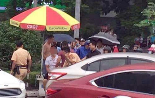 Thanh niên cầm gậy golf đánh lại CSGT ở Hà Nội