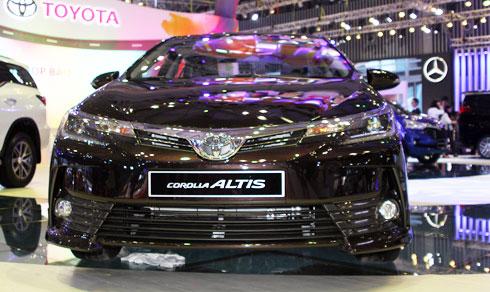 corolla-altis-2017-sedan-nang-cap-trinh-lang-viet-nam