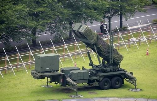 Một đơn vị tên lửa PAC-3 tại trụ sở Bộ Quốc phòng Nhật ở Tokyo. Ảnh: AP.