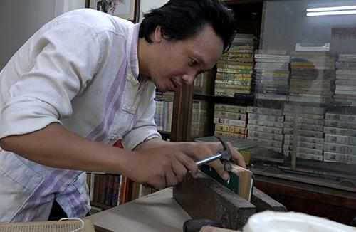 """Người """"chữa bệnh"""" cho sách cũ ở Nha Trang"""