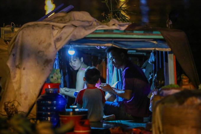 Cuộc sống thương hồ hơn 10 năm của gia đình ở Sài Gòn - Ảnh minh hoạ 12