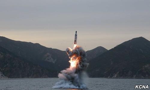 Hình ảnh một vụ phóng thử tên lửa từ tàu ngầm do hãng thông tấn Triều Tiên KCNA công bố tháng 4/2016. Ảnh: KCNA.