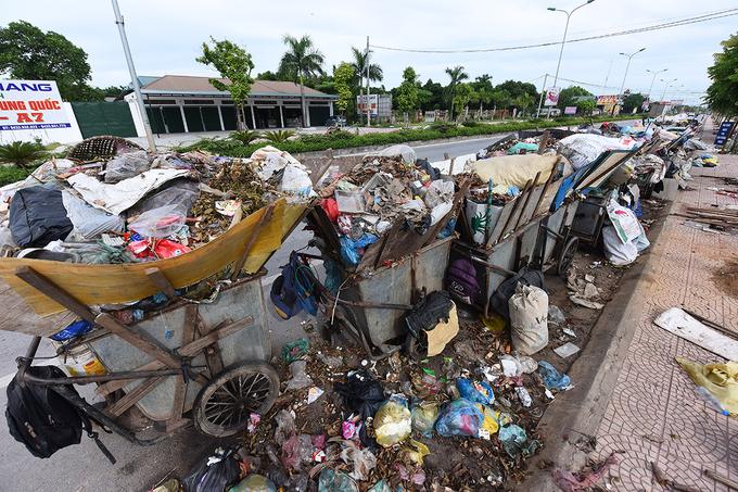 Cả thị xã Sơn Tây ngập trong rác