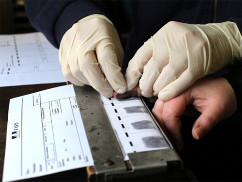 Dấu vân tay giải mã điều gì về tội phạm?