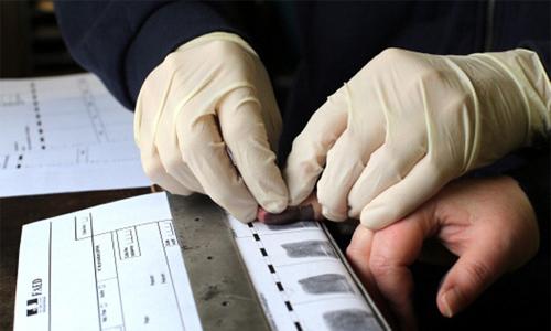 Vì sao dấu vân tay được dùng trong giải mã tội phạm?