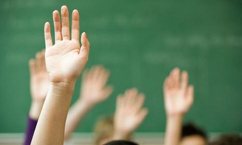 Trường học Anh cho học sinh bí mật theo dõi giáo viên