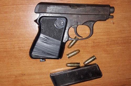 Tên cướp mang súng trong vỏ bọc người đàn ông chăm chỉ - Ảnh minh hoạ 2