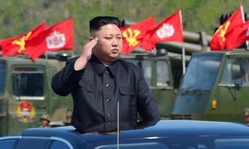 Kim Jong-un hoãn kế hoạch phóng tên lửa vào Guam