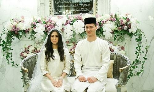 cong-chua-malaysia-ket-hon-voi-cau-thu-ha-lan-kem-ba-tuoi
