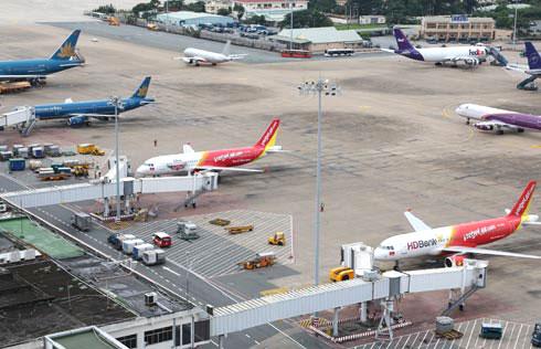 Các hãng hàng không đang cạnh tranh mạnh mẽ về giá vé máy bay. Ảnh: Xuân Hoa.
