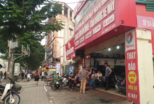 Nghi án nổ súng ám hại trong tiệm sửa xe máy tại Hà Nội