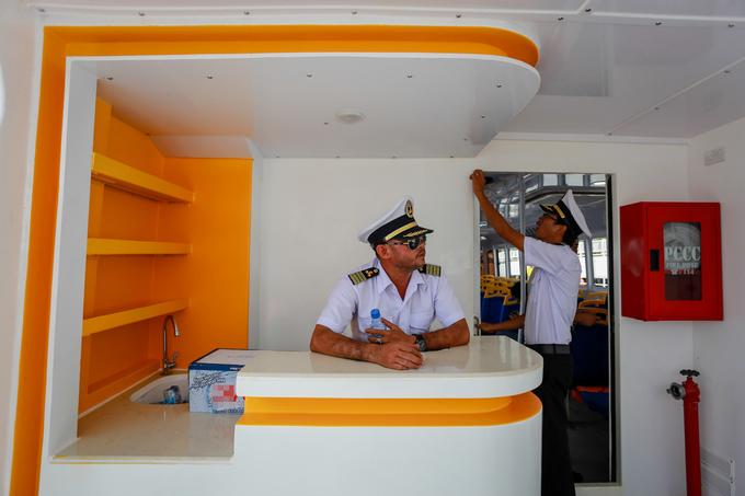 Bên trong tàu buýt đường sông đầu tiên ở Sài Gòn - Ảnh minh hoạ 6