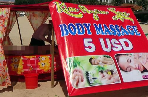 Nhiều chòi massage trái phép mọc trên bãi biển Mũi Né