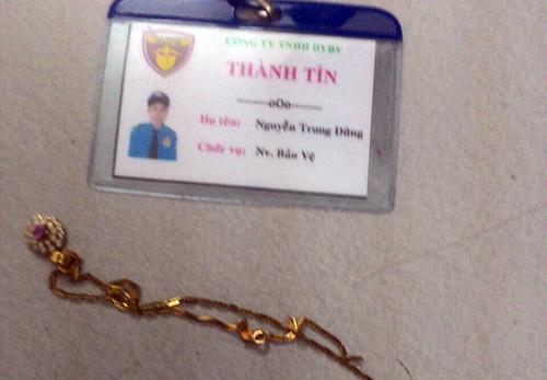 Người phụ nữ ở Sài Gòn giằng lại dây chuyền từ tên cướp - Ảnh minh hoạ 2