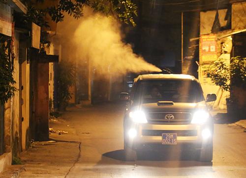 Chủ tịch Hà Nội: 'Người dân nghi ngại chất lượng thuốc phun chống muỗi'