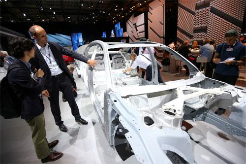 VIN là mã số nhận dạng của một chiếc xe. Số VIN có thể nằm ở ngay bậc cửa hoặc chắn bùn. Audi dính nghi án một số VIN được dùng cho cùng lúc nhiều xe. Ảnh: Reuters.