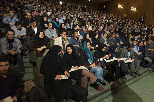 iran-cam-giao-vien-co-mun-trung-ca-day-hoc