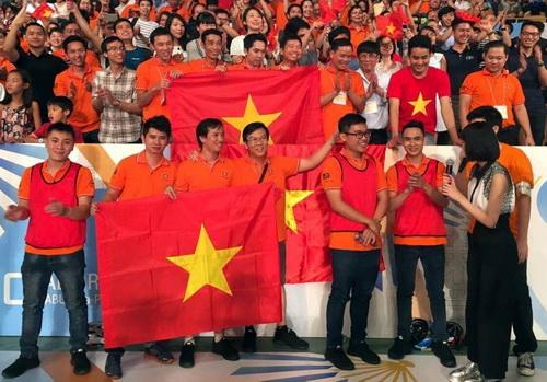 Các thành viên ĐH Lạc Hồng vô địch Robocon châu Á - Thái Bình Dương. Ảnh: Nghĩa Đặng