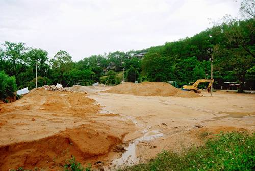 Huế xây bãi đỗ xe cạnh lăng vua Khải Định